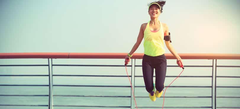 woman jump rope weight loss